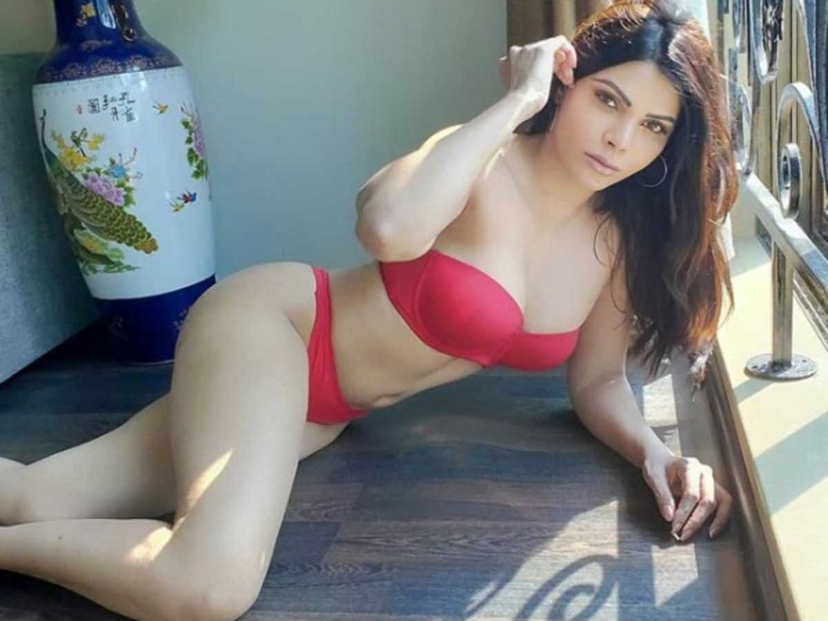 Find your hot Pakistani woman and chat with her over camera