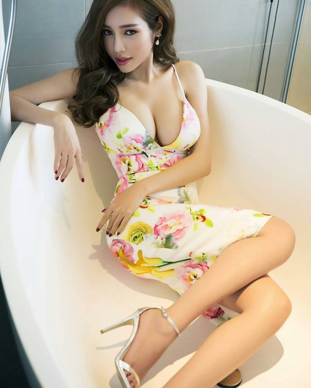 Find your sexy Vietnamese lady and mail-order your bride